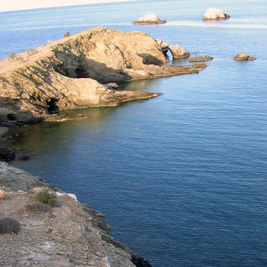 http://folegandros.org/wp-content/uploads/livadi_camping_folegandros_11-540x540.jpg